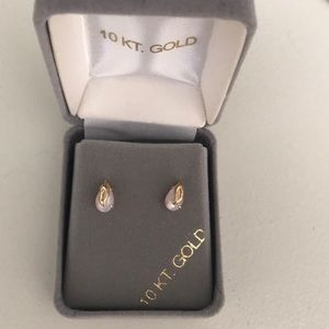 10k GOLD SMALL EARRINGS NIB NWT AUTHENTIC